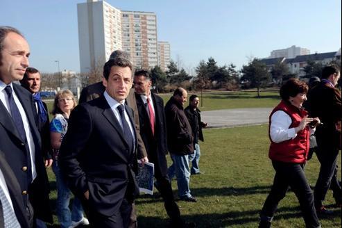 Nicolas Sarkozy visite, vendredi à Meaux, le quartier rénové de Beauval, en compagnie du maire de la ville, Jean-François Copé.
