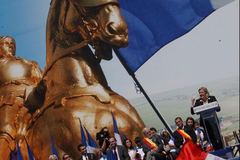 Marine Le Pen, mardi place de l'Opéra, après le défilé parisien du Front national pour la fête de Jeanne d'Arc.