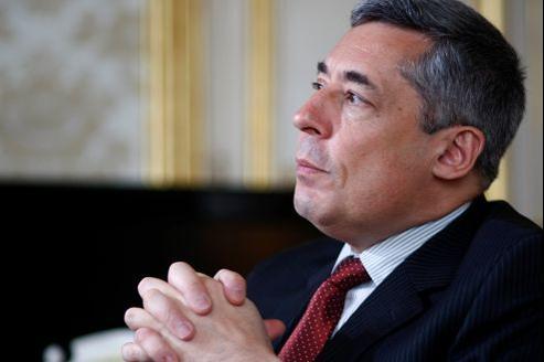 Henri Guaino souhaite être investi dans la 3e circoncription des Yvelines alors que le maire de La Celle-Saint-Cloud, Olivier Delaporte, est déjà en campagne.