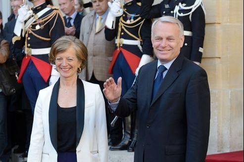 Brigitte et Jean-Marc Ayrault mercredi matin à Matignon pour la passation de pouvoirs avec son prédécesseur François Fillon.