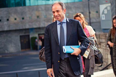 «Dès lors que nous avions 317 députés sortants et qu'une bonne part d'entre eux se représentent (…), il était extrêmement difficile de les sacrifier», plaide Jean-François Copé.