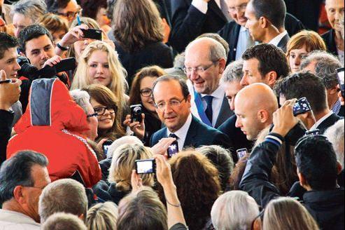Bain de foule pour François Hollande venu célébrer le 68e anniversaire du débarquement en Normandie, au Mémorial de Caen.