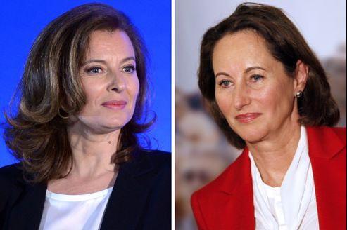 Les médias étrangers relèvent un «geste inapproprié» qui «embarrasse» le président français.
