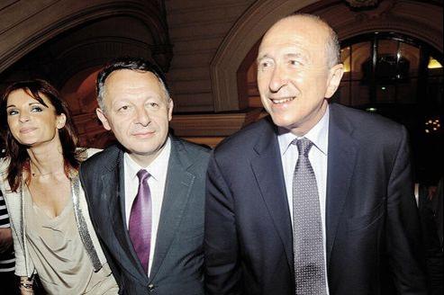 Le maire de Lyon, Gérard Collomb (à droite), a mis tout son poids politique pour faire élire son adjoint aux sports, Thierry Braillard (à gauche), dimanche à Lyon.