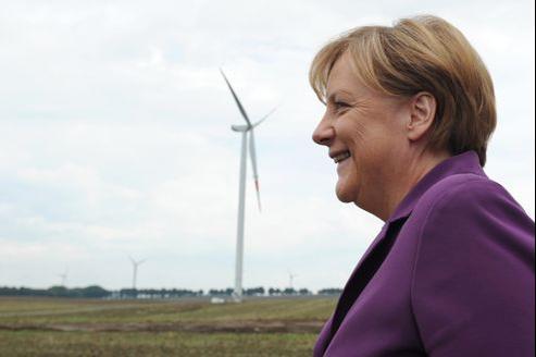 Angela Merkel, dans un champ d'éoliennes, à Krempin près de Rostock, dans le nord de l'Allemagne.