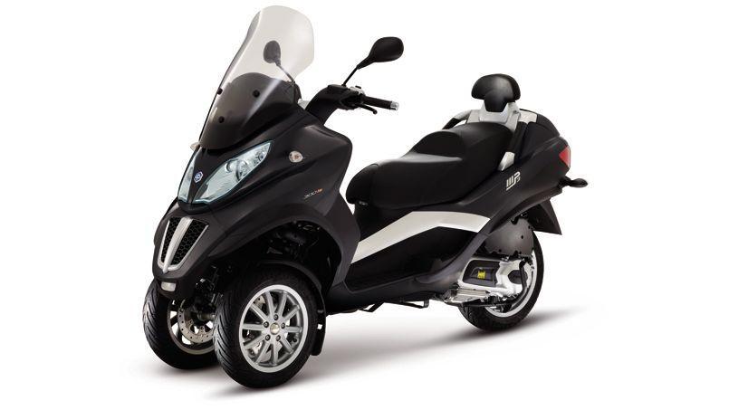 un concessionnaire se plaint que le scooter pr sidentiel soit italien. Black Bedroom Furniture Sets. Home Design Ideas