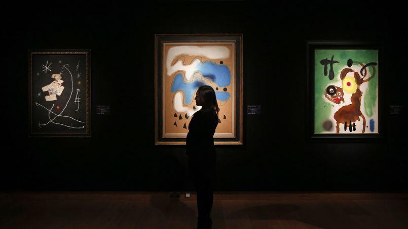 Les Miró exposés chez Christie's à Londres.