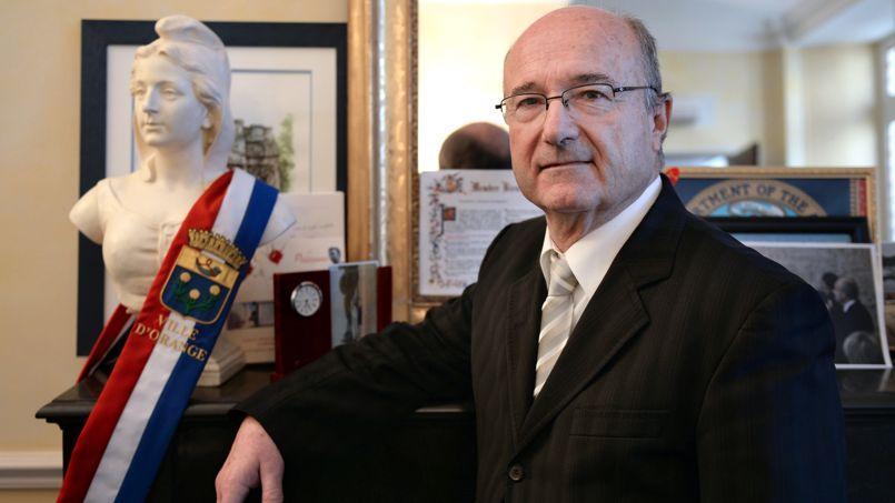 Jacques Bompard, qui est un des confondateurs du FN, a créé sa propre bannière, la Ligue du Sud.