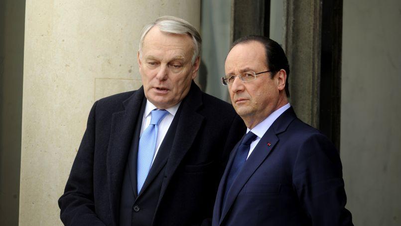 Jean-Marc Ayrault et François Hollande à l'Élysée, en février dernier. Conscient de la colère des socialistes, le chef de l'État veut frapper «vite et fort»pour tenter de reprendre la main, dès la semaine prochaine.