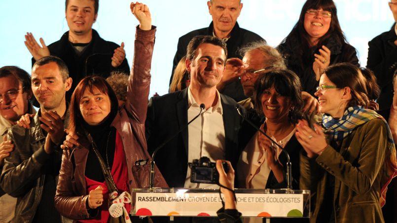 Eric Piolle (C), le 30 mars 2014 au soir de sa victoire à Grenoble.