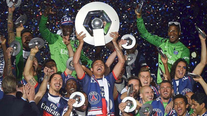 Les joueurs du PSG ont fêté leur deuxième titre consécutif samedi soir au Parc des Princes.