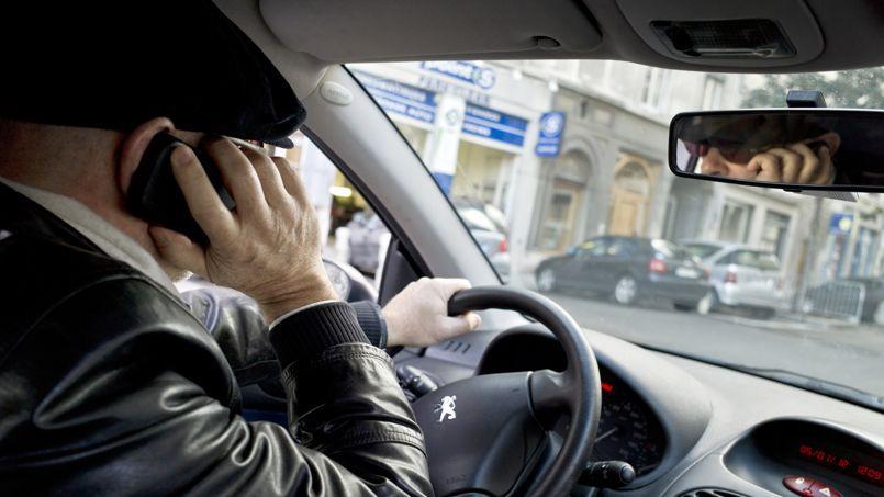 amende telephone au volant sans se faire arreter t l phone au volant comment se d fendre. Black Bedroom Furniture Sets. Home Design Ideas
