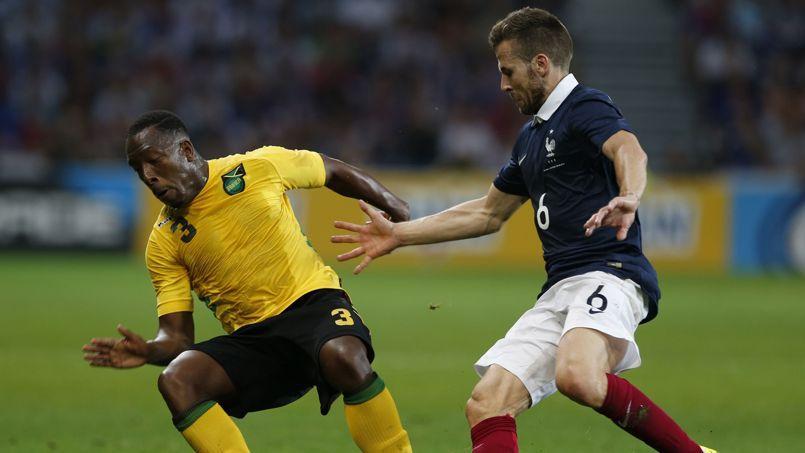 Lloyd Doyley et Yohan Cabaye lors de France-Jamaïque, le 8 juin 2014.