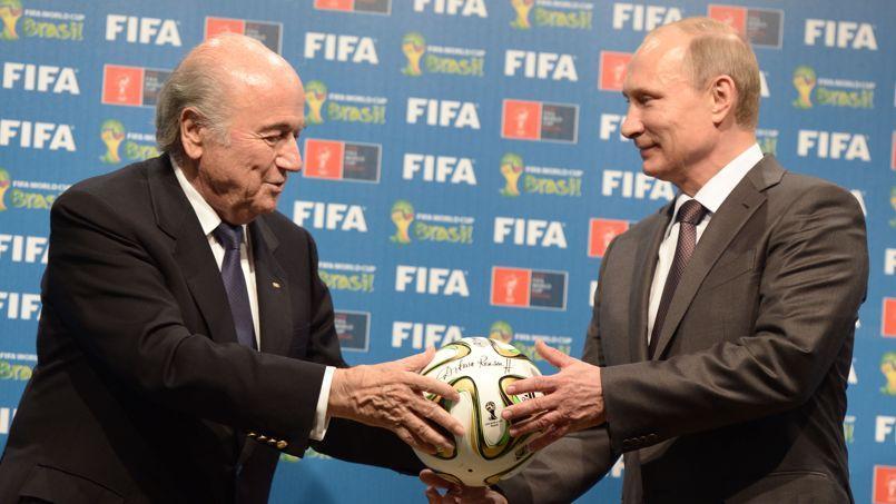 Sepp Blatter, le président de la Fifa, et le chef d'Etat russe Vladimir Poutine, le 14juillet 2014.