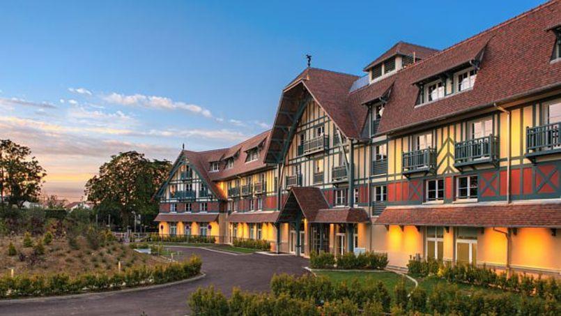 L'hôtel Renaissance est la propriété du Paris Country Club.