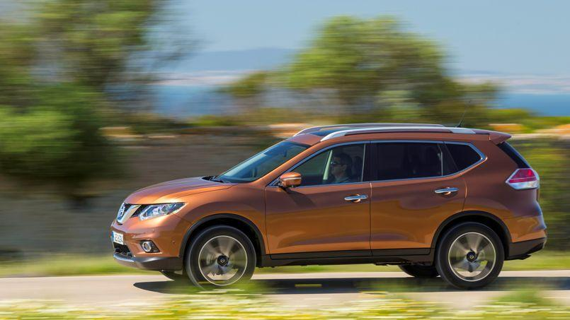nissan x trail un qashqai sept places. Black Bedroom Furniture Sets. Home Design Ideas