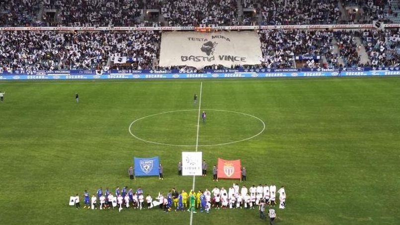 Bastia brave l interdiction de la LFP et affiche ses drapeaux cb33c089315