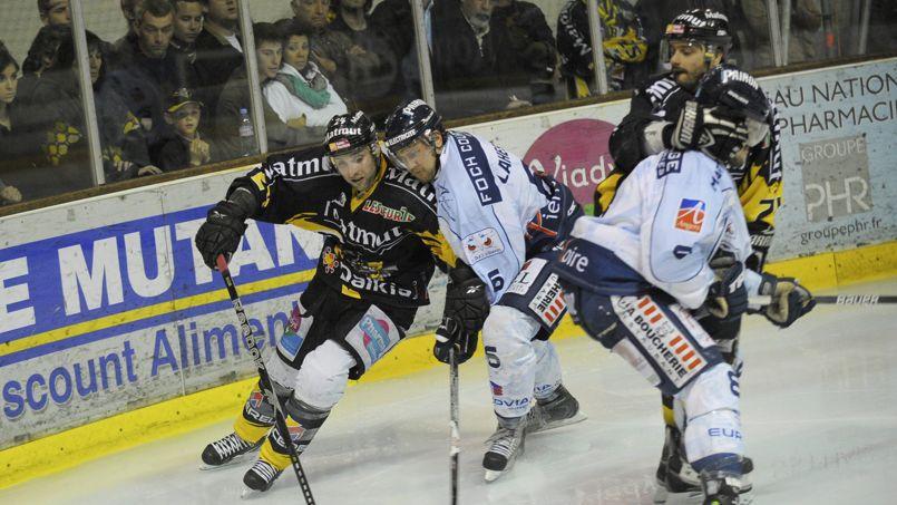 La sécurité des patinoires en question après le décès du jeune hockeyeur