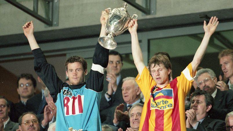 Calais ne parvient pas à priver Nantes de la victoire en finale de la Coupe de France 2000.