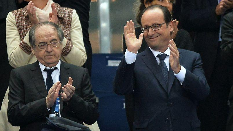 François Hollande aux côtés de Noël Le Graët, président de la Fédération française de football