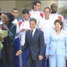 Quelques semaines avant les nageurs, les athlètes français, médaillés lors des championnats d'Europe de Barcelone, avaient été reçus à l'Elysee. Une première dans l'histoire de l'athlétisme. Nicolas Sarkozy voulant féliciter leur «brillant succès».
