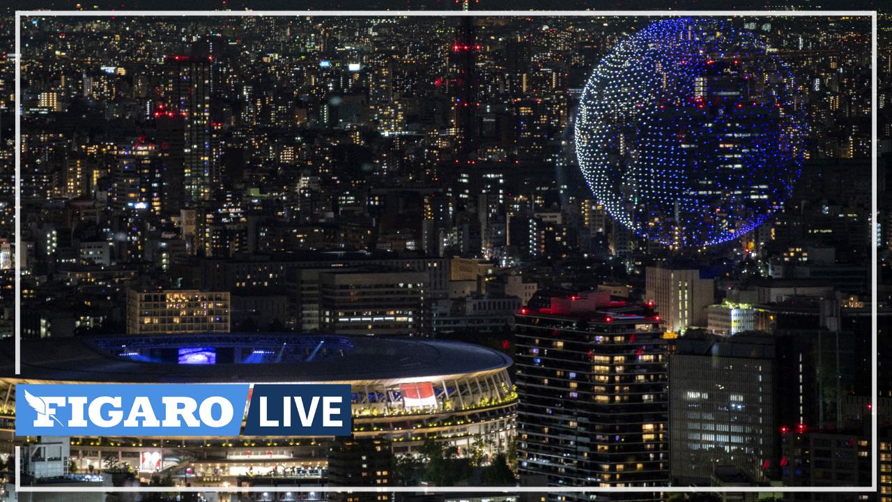 Des drones forment l'emblème des Jeux et un globe terrestre pour l'ouverture des JO de Tokyo
