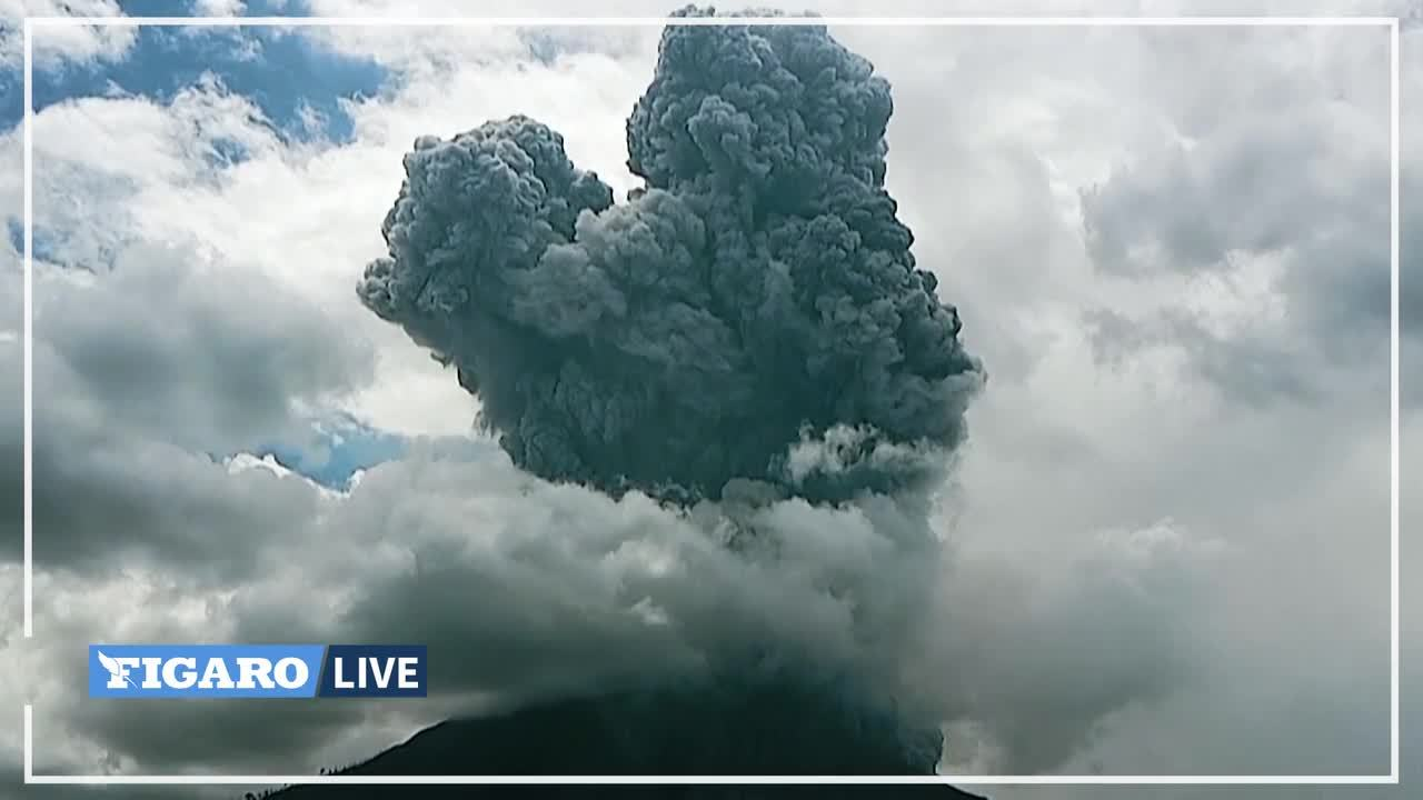 En Indonésie, le volcan Sinabung entre en éruption