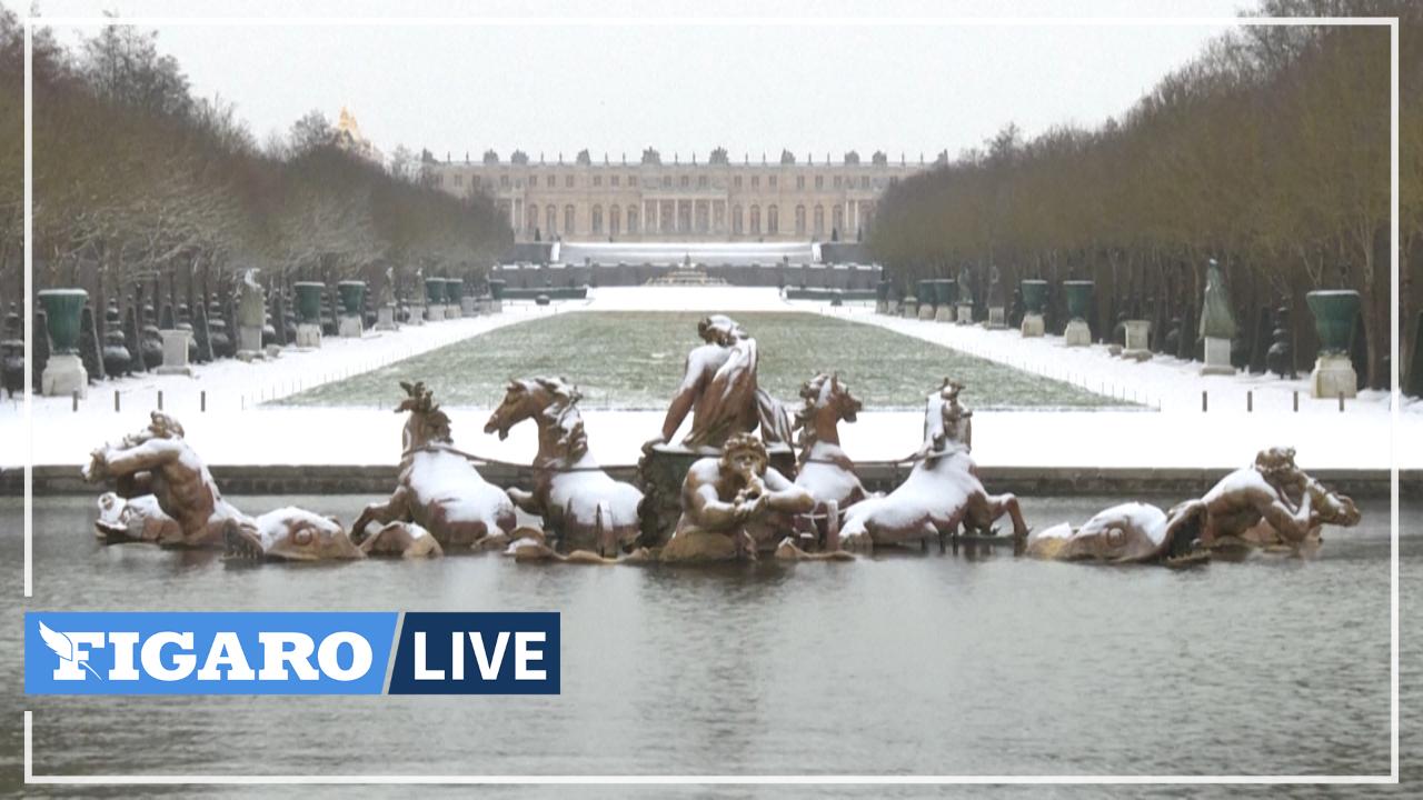 Neige: les promeneurs profitent du parc du Château de Versailles, recouvert d'un manteau blanc