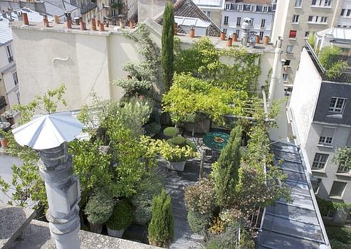 pour vivre heureux vivons perch s sur une terrasse. Black Bedroom Furniture Sets. Home Design Ideas