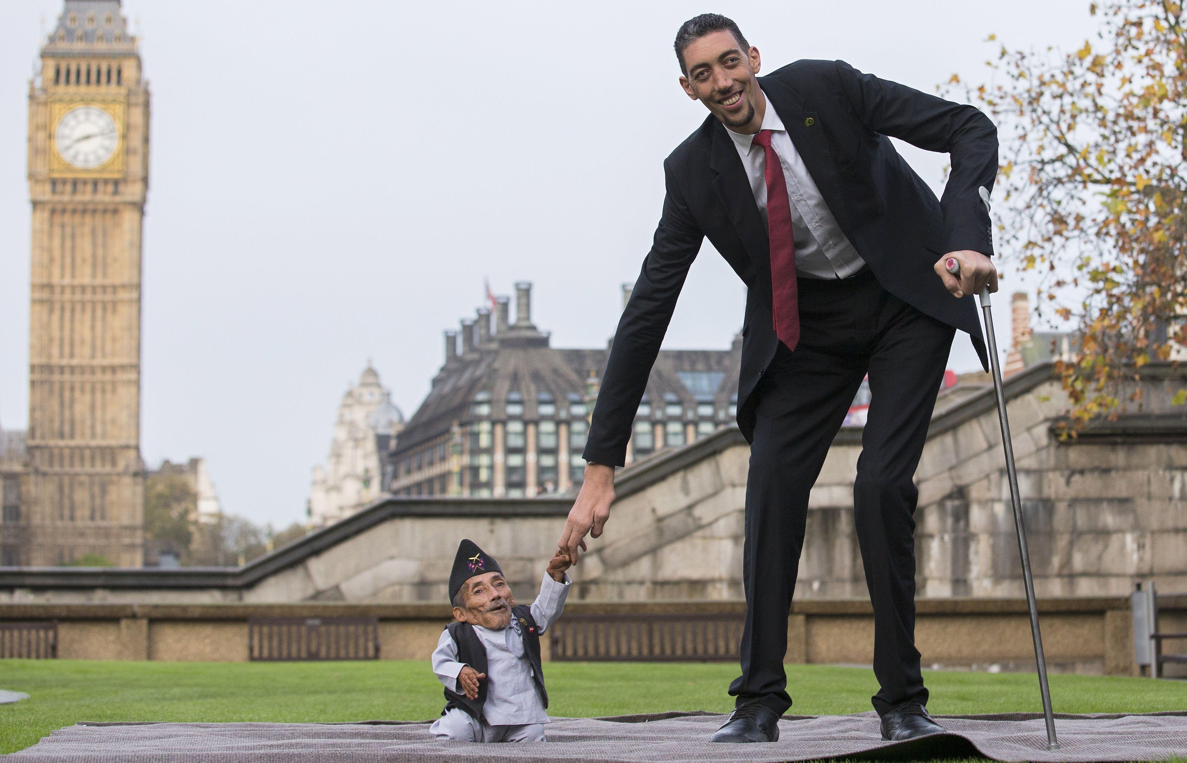 L'homme le plus grand rencontre l'homme le plus petit