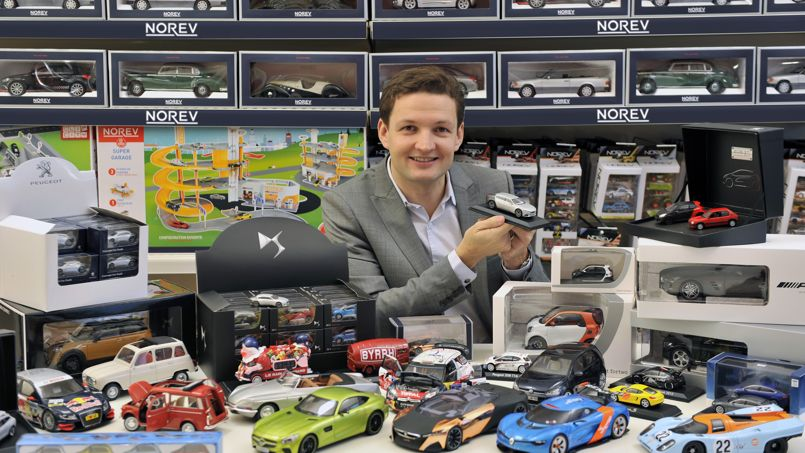 voitures miniatures les jouets des grands enfants. Black Bedroom Furniture Sets. Home Design Ideas