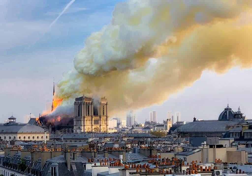 EN DIRECT - Incendie à Notre-Dame : «Je suis triste de voir brûler cette part de nous» dit Macron