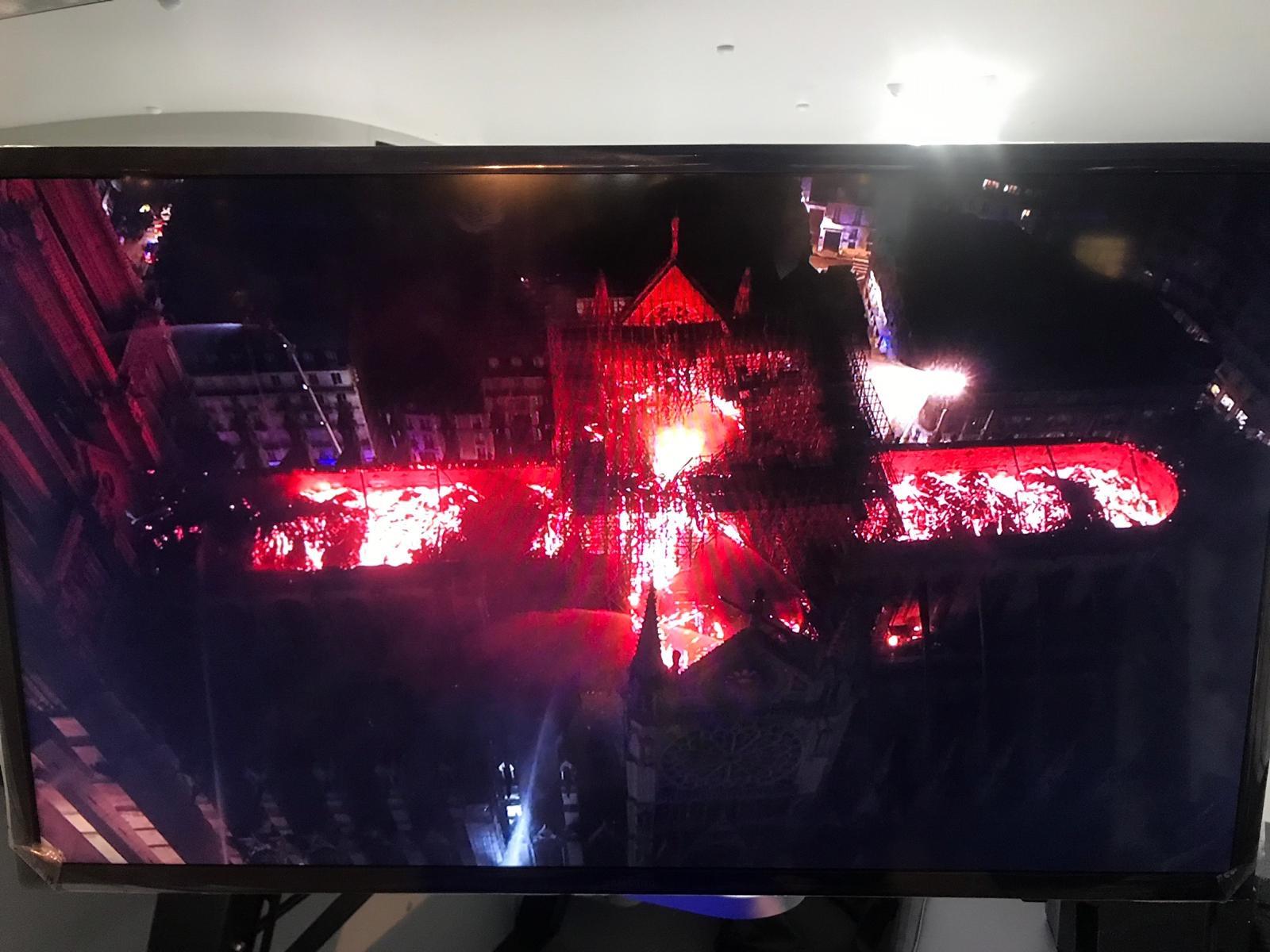 L Incendie De La Cathédrale Notre Dame De Paris Est Maîtrisé