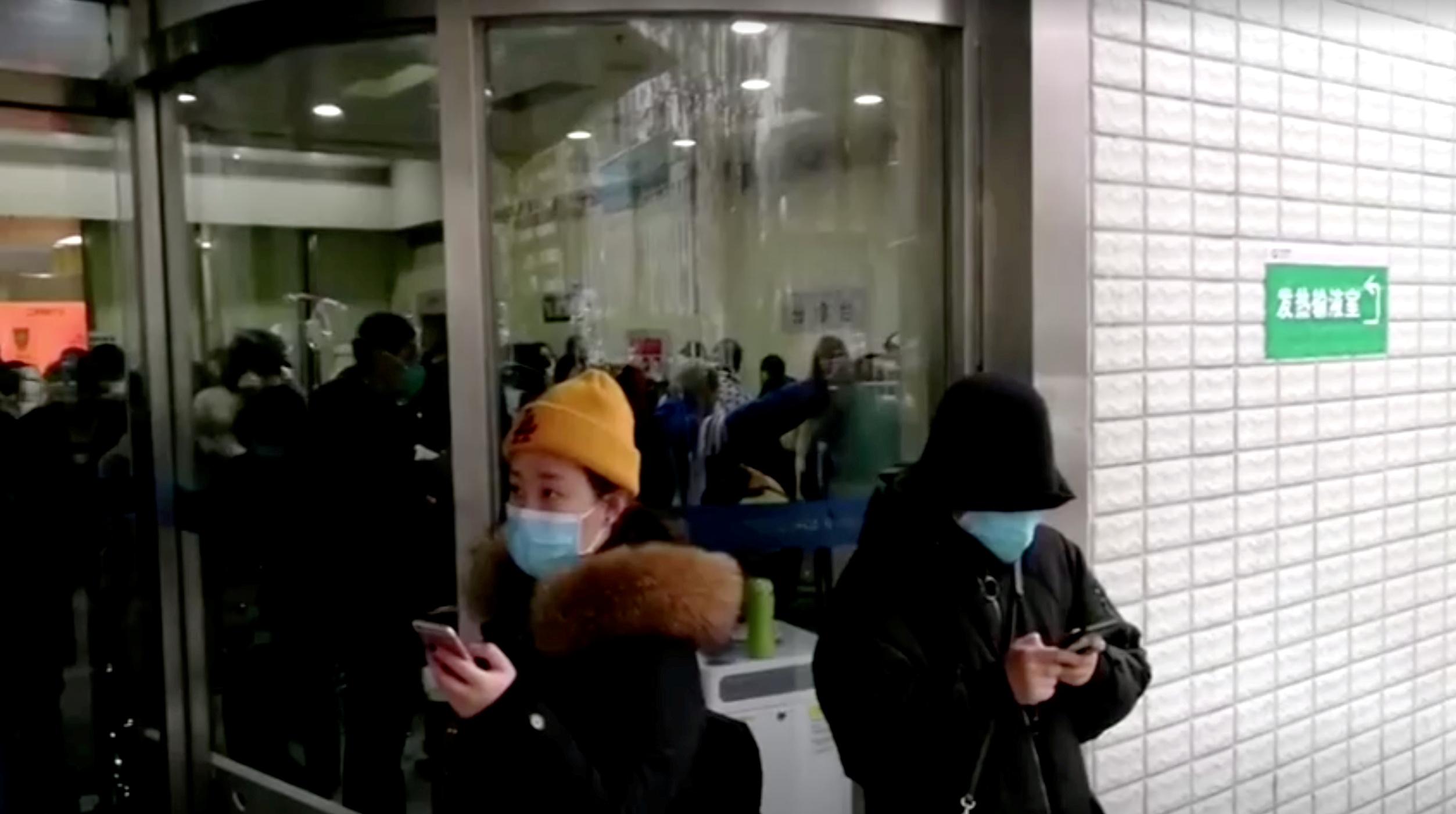 EN DIRECT - Coronavirus: le premier vol de rapatriement de Français partira mercredi