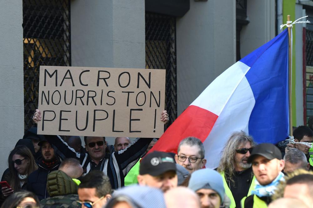«Gilets jaunes»: ce que Emmanuel Macron pourrait annoncer lundi soir
