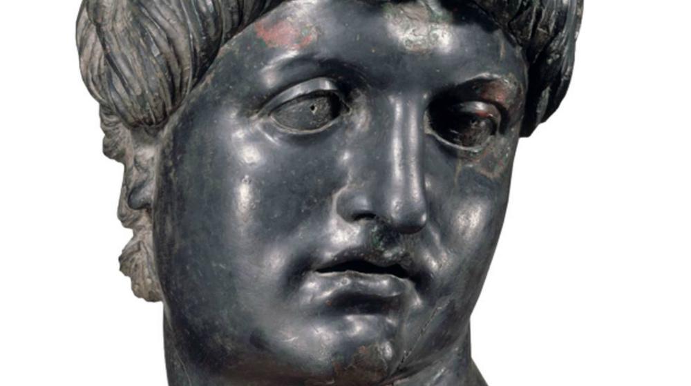 Néron était-il populaire et pourquoi ?