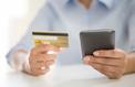 Carte bancaire : attention aux frais prohibitifs pendant les vacances