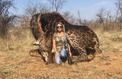 Une chasseuse de girafe traquée sur les réseaux sociaux