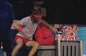 Tennis : Stefanos Tsitsipas fracasse son casque audio en plein match