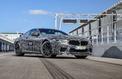 La BMW M8 arrive à grande vitesse