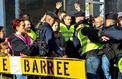 Gilets jaunes : les syndicats et les politiques à la remorque