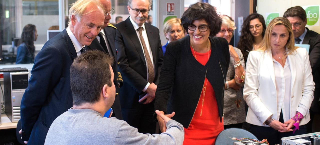 La ministre du travail, Myriam El Khomri, pendant une visite des bureaux de l'Association pour la formation professionnelle des adultes, à Marseille, le 23 mai 2016.