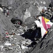 Crash A320 : le pilote hors du cockpit aurait tenté de forcer l'entrée avec une hache
