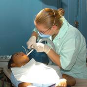 Les prothèses dentaires ont coûté moins cher en 2014