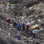 Crash de l'A320 : des téléphones portables retrouvés dans les décombres