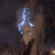 Edward Snowden: sa statue remplacée par un hologramme