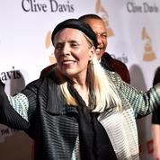 La chanteuse Joni Mitchell, hospitalisée mais consciente