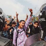La colère des rescapés du séisme de Katmandou