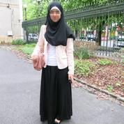 Après le voile islamique, la jupe