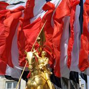 Jean-Marie Le Pen salué lors d'une manifestation radicale